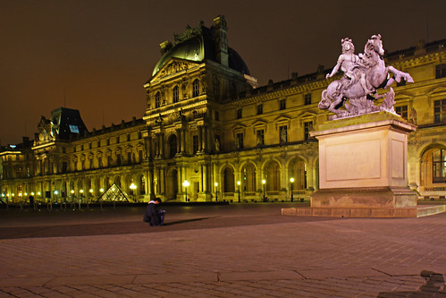 Paris by night. Louvre