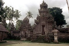 24-204 (nick dewolf photo archive) Tags: bali color building art film stone stairs 35mm buildings indonesia temple artwork stonework nick steps entrance statues palmtrees doorway figure opening 24 1970s 1972 figures pura indonesian balinese dewolf nickdewolf photographbynickdewolf puradesa reel24