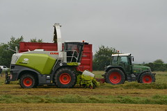 Claas Jaguar 860 SPFH filling a Broughan Engineering Mega HiSpeed Trailer drawn by a Fendt 716 Vario Tractor (Shane Casey CK25) Tags: claas jaguar 860 spfh filling broughan engineering mega hispeed trailer drawn fendt 716 vario tractor agco green silage silage16 silage2016 grass grass16 grass2016 winter feed fodder county waterford ireland irish farm farmer farming agri agriculture contractor field ground soil earth cows cattle work working horse power horsepower hp pull pulling cut cutting crop lifting machine machinery nikon d7100 traktor tracteur traktori trekker trator ciągnik