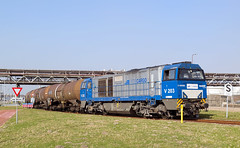 RTB Cargo V203 - Rotterdam-Pernis (rvdbreevaart) Tags: rtbcargo vossloh g2000 v203 tankcars rotterdam pernis nikon d3300 raw