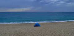 [ La soggezione prima della tempesta - Embarrassment before the storm ] DSC_0665.3.jinkoll (jinkoll) Tags: sea horizon travel traveling camping tent encampment beach shore sky clouds rain tropea calabria water waves blue