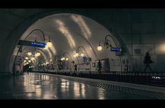 Paris n°137 - Le Metro (Nico Geerlings) Tags: ngimages nicogeerlings nicogeerlingsphotography paris parijs france fujifilmxt2 fujinon xf14mm cinematic cinematography metro metrocite iledelacite