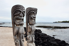 Tiki Pu'uhonua (Geoff Sills) Tags: tiki puuhonua o honaunau historical park hand carved statue beach pacific hawaii big island travel photography rule thirds native culture polynesian history nikon d700 35mm 14g geoffrey william sills geoff illumeon digital illumeondigital