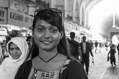 Mi primer retrato en India (Leonardo Alpuin Photography) Tags: portrait retrato india girl woman beauty blancoynegro blackandwhite monochrome street streetportrait retratocallejero delhi redfort leonardoalpuin canon