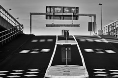 Ludwigshafen (rainerneumann831) Tags: ludwigshafen strase blackwhite strasenlaternen einfahrt parkdeck verkehrszeichen