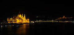 Budapest bei Nacht   Parlamentsgebäude (Philip Klug) Tags: oktober colour night wasser nacht budapest parliament duna parlament farbe schwarz dunkel donau 2014 beleuchtet