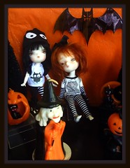 Griselda & Rusty saw all the usual suspects at their Halloween Party! (Blythesighted) Tags: person 21 4 rusty custom griselda secretdoll