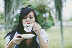 (jljjld) Tags: halloween costume tea teacup saucer teaparty aliceinwonderland darkalice blackhairdrinkingtea