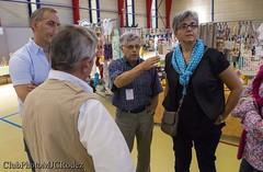 2-René Gau et la maire adjointe (clubphotomjcrodez) Tags: photos exposition artisans peintures maquettes toiles élus officiels modèlesréduits onetlechateau costesrouges