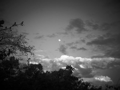 Moon over Xilo (chicitoloco) Tags: cloud lagune moon lake clouds see over fluffy wolke wolken nubes nicaragua laguna managua nube chicitoloco xilo