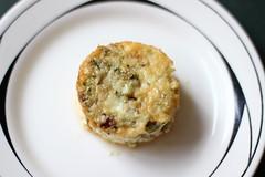 Mini quiche de abobrinha (anaclara_luppi) Tags: cheese egg queijo vegetarian zucchini courgette baked quiche ovo assado abobrinha comidavegetariana miniquiche eatsandshoots