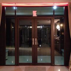 ประตูบ้านสีแดงปรับตามฮวงจุ้ย ธุรกิจจะได้รุ่งๆ