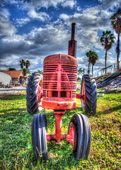 Tractor (Greg--R) Tags: tractor canon florida hdr ef24105mmf4lisusm canonef24105mm ef24105mm eos5dmarkii canon5dmii
