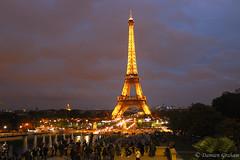 Gold in the sky of Paris (Damien Graham ) Tags: paris tower night canon eos gold tour or damien eiffel graham nuit 600d dore