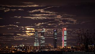Luna llena Cuatro Torres Madrid Noviembre 2014