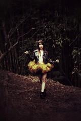 2017-03-20_03-14-01 (#ProjectOsa) Tags: balllerina tutu ballet forest afterrain chaquetadecuero espectro blackandyellow
