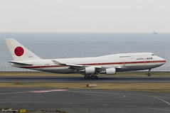 Japan Air Self-Defence Force 747-400 20-1101 (birrlad) Tags: japan haneda hnd international airport tokyo aircraft aviation airplane airplanes taxi taxiway takeoff departing departure government state jet vip headofstate trip pm prime minister shinzōabe visit boeing b747 b744 747 747400 74747c 201101 jaf002 japaneseairforcetwo