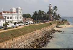 Galle Lighthouse & Fort Meeran Jumma Masjid, Galle, Sri Lanka (JH_1982) Tags: lighthouse fort meeran jumma masjid mosque moschee coastline city wall sea indian ocean historic architecture landmark building leuchtturm faro phare 灯塔 灯台 маяк galle ගාල්ල காலி 加勒 ゴール 갈 галле sri lanka ශ්‍රී ලංකා இலங்கை 斯里蘭卡 スリランカ 스리랑카 шриланка سريلانكا श्रीलंका ประเทศศรีลังกา