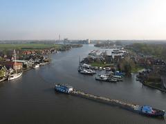 Zaan scheepvaart (3) (de kist) Tags: kap nederland thenetherlands zaanstad zaan oostknollendam westknollendam scheepvaart binnenvaart luchtfotografie aerialphotography