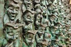 La Rochelle, vieux port, de Génération en génération, sculpture,  de Bruce Krebs (thierry llansades) Tags: la larochelle 17 charente charentes charentemaritime poitou aunis port patrimoine tour tours bruce krebs brucekrebs