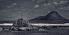 Timeless Wairaka (Peter Kurdulija) Tags: whakatane newzealand nzl new zealand bay plenty heads moutohora island rock bronze statue wairaka legend native local pacific culture mataatua canoe maori toroa nature landscape monochrome pano bw kurdulija