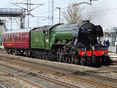 BR 60103 Flying Scotsman @ Rugeley Trent Valley (Sim0nTrains Photos) Tags: rugeleytrentvalleyrailwaystation rugeleytrentvalley wcml wcmltrentvalley trentvalleyline westcoastmainline 60103flyingscotsman flyingscotsman theflyingscotsman lnera3 lner steamlocomotive 5z72 lnergresleya3 br britishrailways lnera3pacific