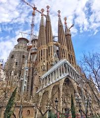 La Sagrada Familia d'Antoni Gaudi (2) (capvera) Tags: gaudi barcelona basilica basilique architecture travel iphone6 hipstamatic spain espagne towers