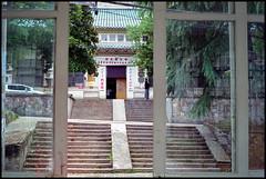 *WHU (WangDingyi) Tags: fujifilmfujicolorsuperiaxtra400 om1 olympus wuhan wuhanuniversity whu color china film 135 zuiko