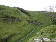 Cave Dale, Peveril Castle 2017 (Dave_Johnson) Tags: peverilcastle peveril castle historicattraction historic englishheritage castleton derbyshire peakdistrict cavedale cave dale valley hopevalley