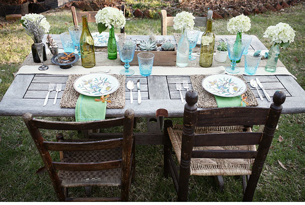 spring-turquoise-yellow-burlap-vintage-crate-table-centerpieces04