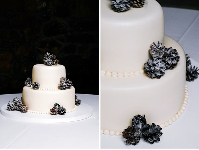 pinecone-winter-wedding-cake