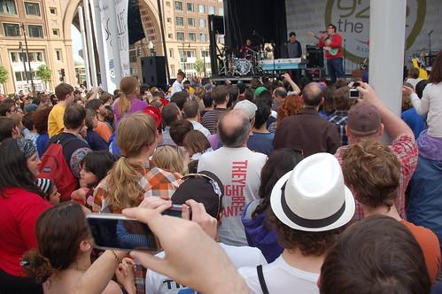 They Might Be Giants free show, Rose Kennedy Greenway, Boston, 22 April 2010
