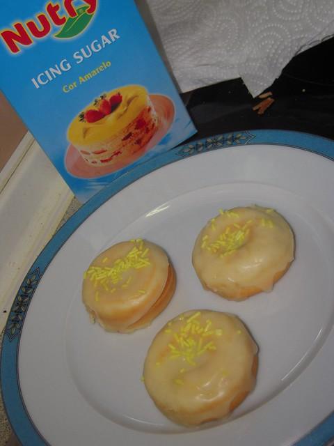 Donuts com Cobertura de Laranja