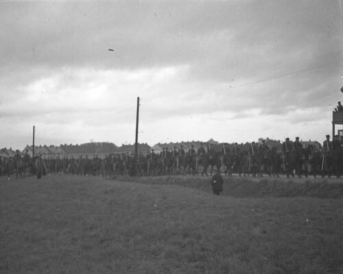 Kavaleriet defilerer foran generalmajor L'Orange - Militæroppvisning ved Kristiansten festning (1932)