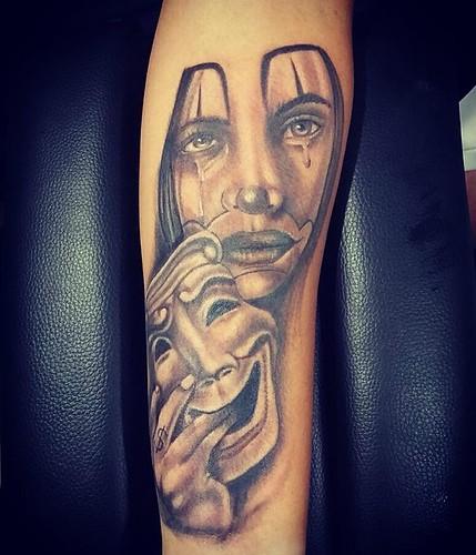 Tattoo do Gabriel #xaxa #instagood #instaday #instaart #instagram #instasize #ink #inked #blackandwhite #blackandgrey #choraagoraridepois #palhaças #starbrite