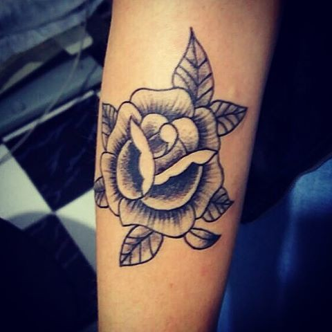 Tattoo da Mariana . #blackandwhite #black #ink #inked #inkedgirl #inkedgirls #rachuria #pontilhismo #rosa #tattoo #tattoos #tattooer insta #instaart #instaday #instalike #instagirl #instasize #instagram #xaxa #xaxatattoo #x #