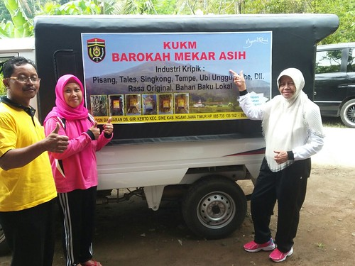 Genjot Perekonomian Mikro Samini Anggota DPRD Ngawi Hibahkan Satu Unit Mobil