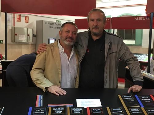 XVII Salón Internacional del Libro Teatral de Madrid. Noviembre de 2016. Juan García Larrondo con el editor Fernando Olaya en el stand de Esperpento Ediciones.