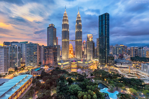 Astonishing Modernity || Asombrosa Modernidad (Petronas Towers and KLCC Park, Kuala Lumpur)