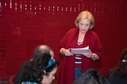 Olga Connor presenta