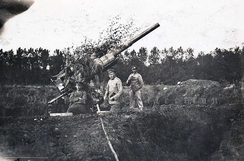 Late-war schwere Kraftwagen-Flak in a camouflaged position