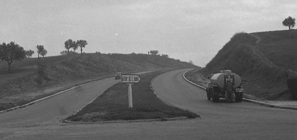 Aerop. de C. Ruivo (Av. Marechal Gomes da Costa), Rotunda do Aeroporto (A. Goulart, 1960)