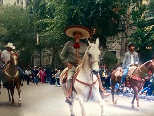 Art. en el desfile militar sobre;YEGUA AZTECA  LA PALOMA , SILLA CHARRA CON BOTONADURA DE PLATA