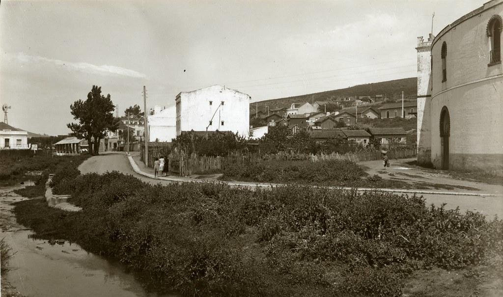 Estrada da Carapuça e ribeira, Algés (E. Portugal, 1941)