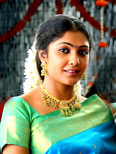 Kamalinee Mukherjee - Vettaiyaadu Vilaiyaadu