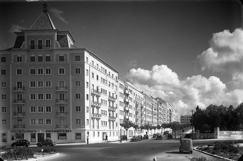 Viata parcial da Praça de Londres e da Av. Manuel da Maia, Lisboa (A. Passaporte, c. 1950)
