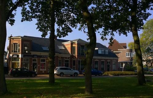 Op 11-7-1803 zijn 32 huizen en schuren in Zuidlaren afgebrand. De brand begon in het huis van olieslager en koopman Jan Hessels, ongeveer op de locatie Kerkbrink 14-18.