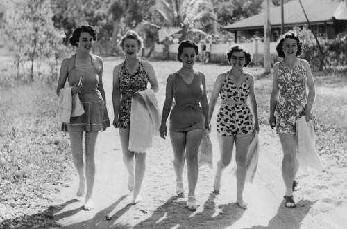 L E McDonald, L N Buchanan, H S Carrol, M Flynn and A Thomas off for a swim after they check in at the YMCA Service Club, Australian Comforts Fund and YMCA Rest Centre, Magnetic Island