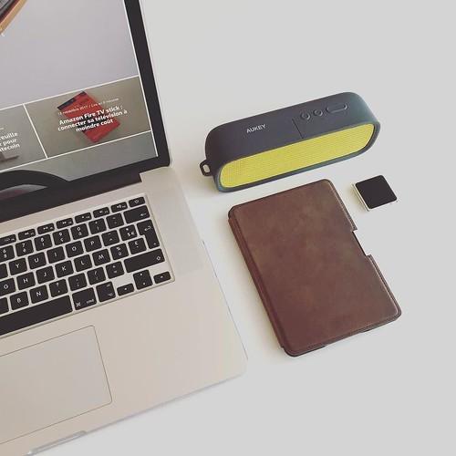 Often on my desk and in my bag pack ✈️⭐️🌎👨💻💪👌 . . . #technology #tech #technoboy #techblog #mac #macbookpro #apple #blogger #minimalist #minimal #minimalism #minimalsetups #amazonkindle #amazonkindl