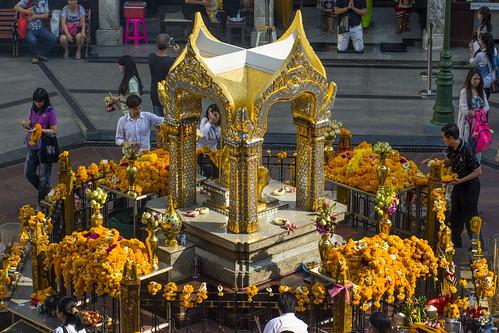 Thailand - Bangkok - Erawan Shrine from the Skytrain_DSC6316